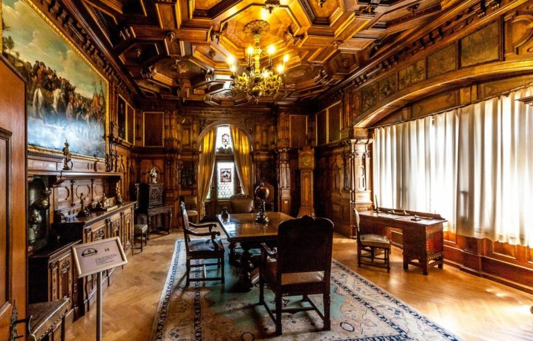 Peles Castle day tour