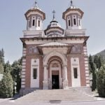 viziteaza manastirea Sinaia