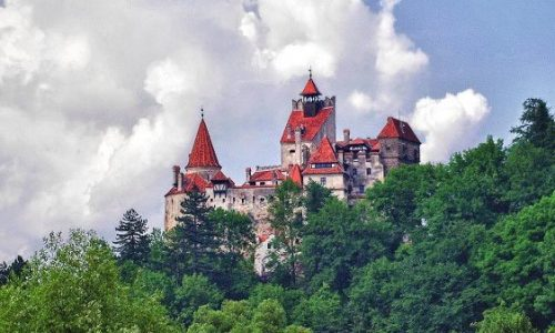 Viziteaza Castelul Bran excursie de o zi din Bucuresti